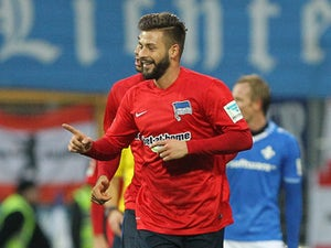Victory moves Hertha Berlin up to third