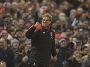 Klopp challenges Anfield crowd to beat United