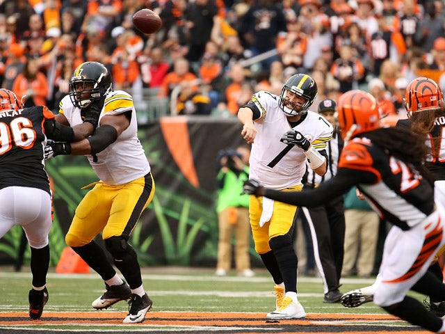 Ben Roethlisberger #7 of the Pittsburgh Steelers throws a pass during the second quarter of the game against the Cincinnati Bengals at Paul Brown Stadium on December 13, 2015