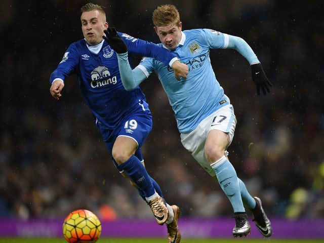 Kevin De Bruyne of Manchester City and Gerard Deulofeu of Everton compete for the ball at the Etihad Stadium on January 13, 2016
