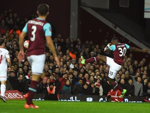 West Ham late show downs Liverpool