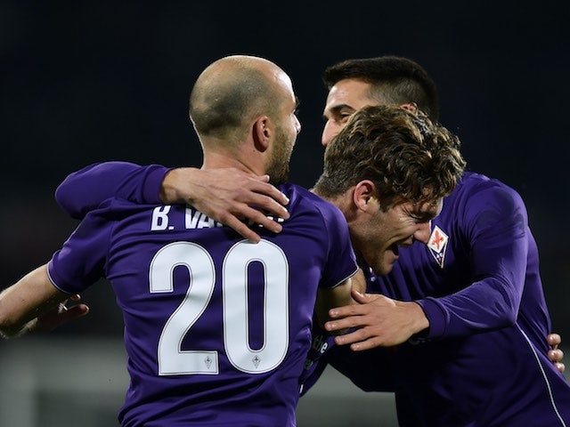 Marcos Alonso celebrates with teammates during the Serie A game between Fiorentina and Napoli on February 29, 2016