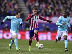 Juanfran penalty sends Atletico through