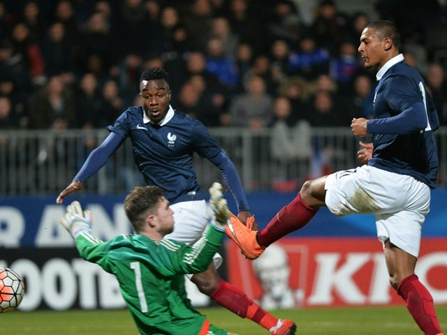 France's Sebastien Haller scores past Scotland's goalkeeper Jack Hamilton during the Euro 2017 U21 Championship qualifier on March 24, 2016