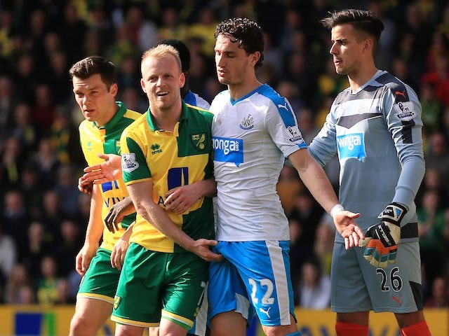 Steven Naismith Cops A Feel Of Daryl Janmaat's Dick During