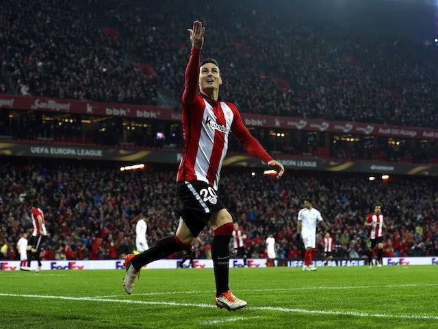 Aritz Aduriz celebrates scoring during the Europa League quarter-final between Athletic Bilbao and Sevilla on April 7, 2016