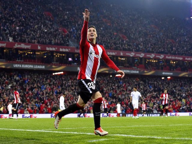Aritz Aduriz celebrates scoring during the Europa League quarter-final between Athletic Bilbao and Sevilla on April 7, 2016
