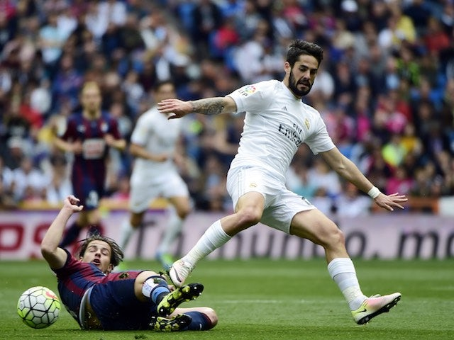 Jota Peleteiro and Isco in action during the La Liga game between Real Madrid and Eibar on April 9, 2016