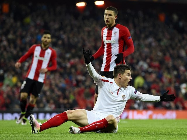 Kevin Gameiro protests during the Europa League quarter-final between Athletic Bilbao and Sevilla on April 7, 2016