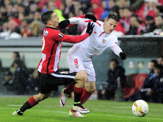 Oscar de Marcos tugs Carlos Bacca during the Europa League quarter-final between Athletic Bilbao and Sevilla on April 7, 2016