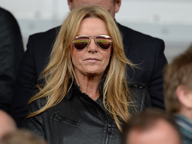 Jurgen Klopp's frau, Ulla Sandrock, watches on during the Premier League game between Liverpool and Stoke City on April 10, 2016