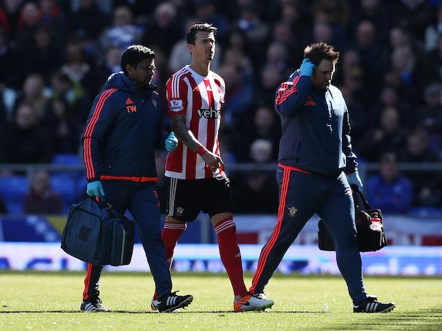 Jose Fonte comes off injured during the Premier League game between Everton and Southampton on April 16, 2016
