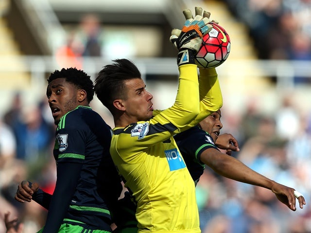 Karl Darlow and Leroy Fer during the Premier League match between Newcastle United and Swansea City on April 16, 2016