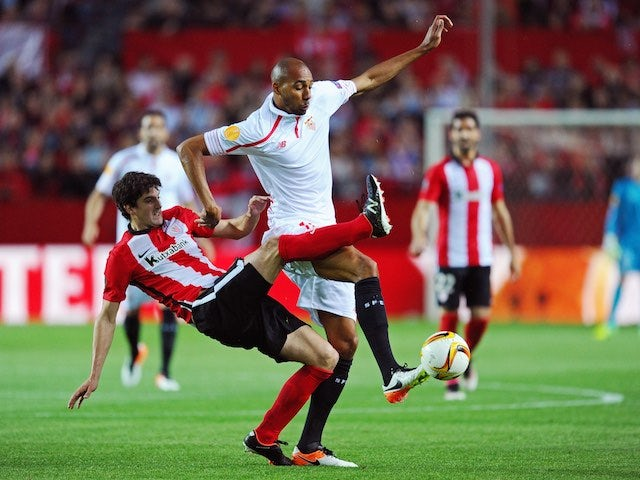 Mikel San Jose and Steven N'Zonzi in action during the Europa League quarter-final between Sevilla and Athletic Club on April 14, 2016