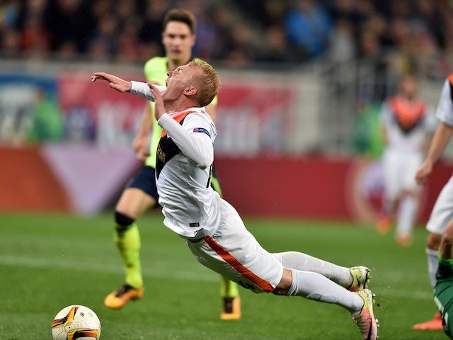 The delightful Viktor Kovalenko falls elegantly to ground during the Europa League quarter-final between Shakhtar Donetsk and Braga on April 14, 2016