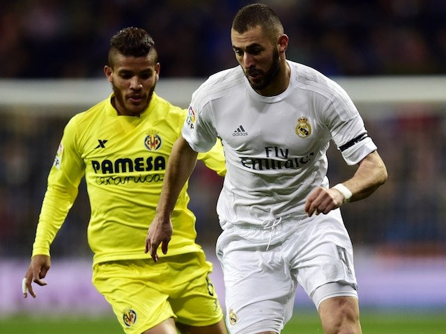 Karim Benzema is chased by Mario during the La Liga game between Real Madrid and Villarreal on April 20, 2016
