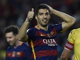 Luis Suarez sticks a thumb up during the La Liga game between Barcelona and Sporting Gijon on April 23, 2016