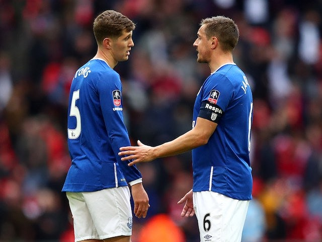 Phil Jagielka has a fatherly word with John Stones during the FA Cup semi-final between Everton and Manchester United on April 23, 2016