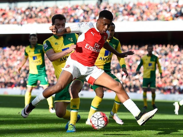Big old Alex Iwobi and Jonny Howson in action during the Premier League game between Arsenal and Norwich City on April 30, 2016