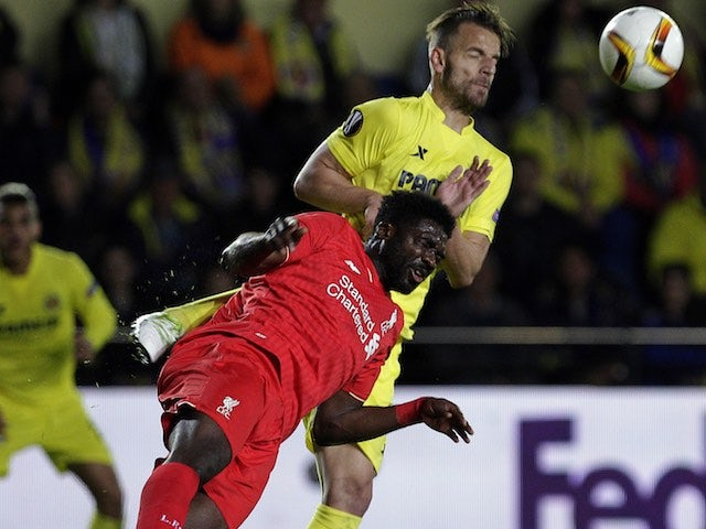 Kolo Toure shows Roberto Soldado his gravity shoes during the Europa League semi-final between Villarreal and Liverpool on April 28, 2016