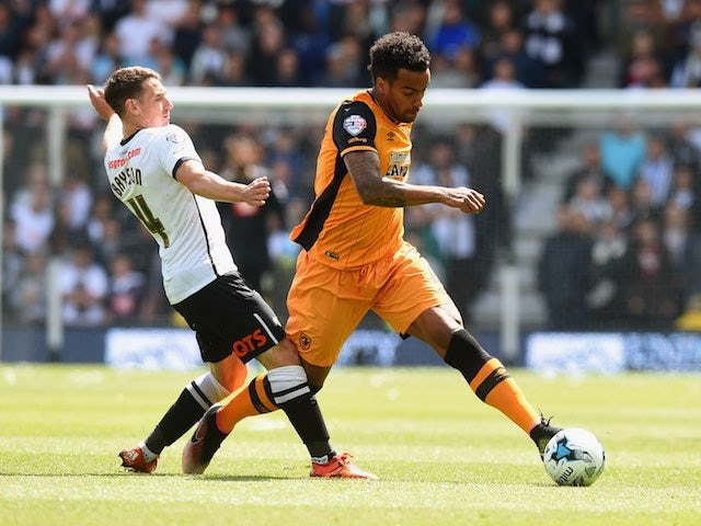 Tom Huddlestone and Craig Bryson in action during the Championship playoff semi-final between Derby County and Hull City on May 14, 2016