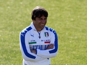 Antonio Conte watches on during an Italy training session on May 25, 2016