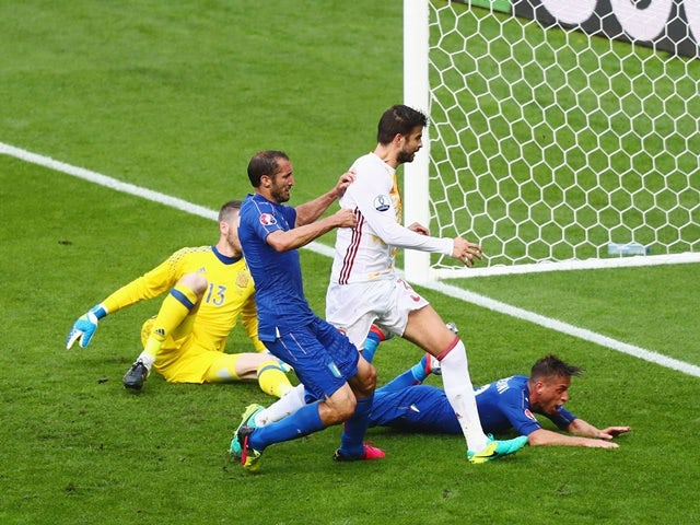 Giorgio Chiellini scores the opening goal during the Euro 2016 RO16 match between Italy and Spain on June 27, 2016