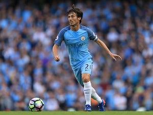 Ten-man Man City reach last 16