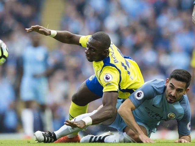 Manchester City midfielder Ilkay Gundogan  fights for the ball against Everton midfielder Yannick Bolasie on October 15, 2016