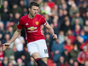 Carrick sends message of support to City rival