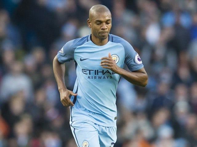 Fernandinho 'to sign new Man City deal'