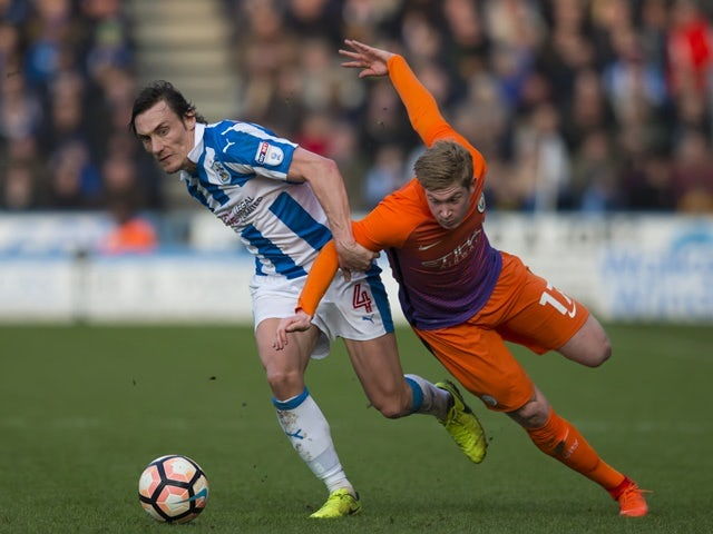 Huddersfield's Dean Whitehead to retire