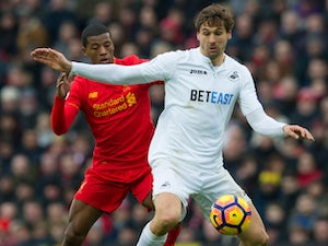 Llorente breaks arm in cycling accident
