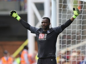 Steve Mandanda of Crystal Palace in action against Bournemouth on August 27, 2016