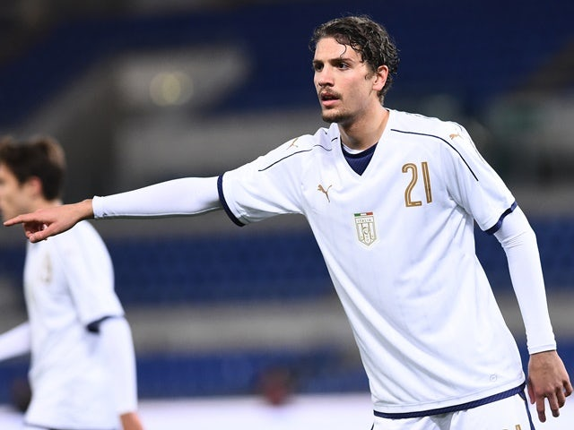 Manuel Locatelli in action for Italy Under-21s against Spain Under-21s on March 27, 2017
