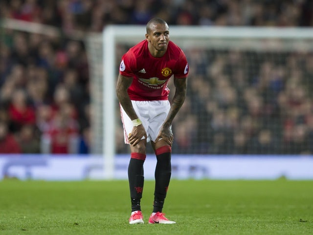 Man Utd 'trigger Ashley Young extension'