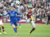 Jose Fonte and Jamie Vardy during the Premier League match between West Ham United and Leicester City on March 18, 2017