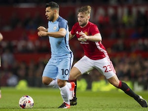 Luke Shaw 'in line for new Man Utd deal'