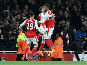 Huth own goal earns Arsenal win over Leicester