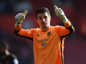 Leicester 'closing in on Jakupovic deal'