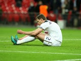 Tottenham Hotspur's Jan Vertonghen unties his shoelaces following the Europa League match against Gent on February 23, 2017
