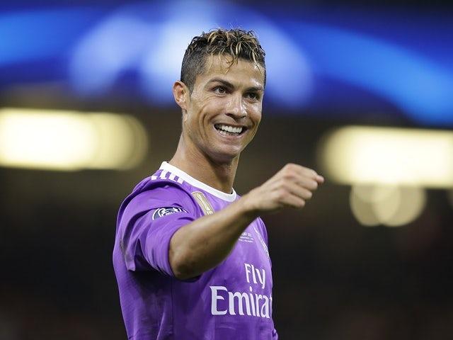 Ronaldo 'tells teammates he's leaving'