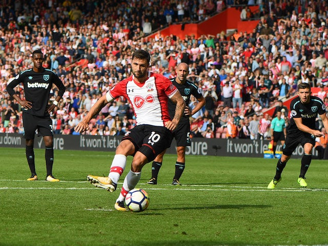 Charlie Austin scores a last-minute winner from the spot during the Premier League game between Southampton and West Ham United on August 19, 2017