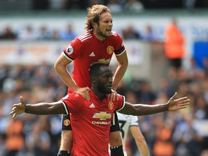 Late rally sees United hit four past Swans