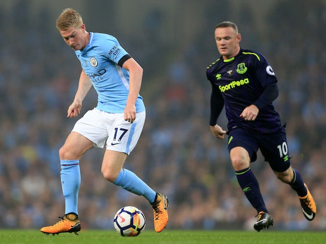 Kevin De Bruyne is pursued by Wayne Rooney during the Premier League game between Manchester City and Everton on August 21, 2017