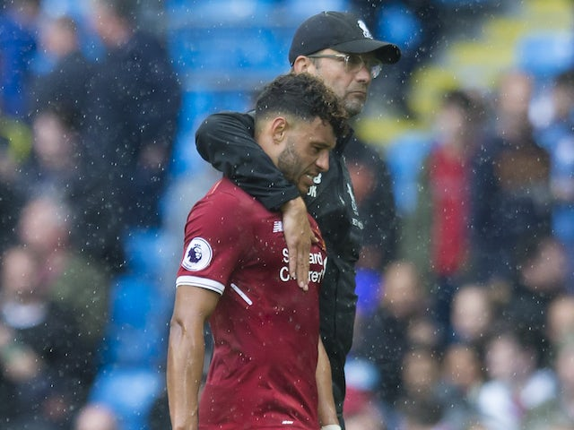Jurgen Klopp consoles the cursed Alex Oxlade-Chamberlain after the Premier League game between Manchester City and Liverpool on September 9, 2017