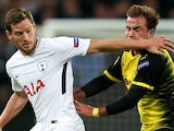 Tottenham Hotspur defender Jan Vertonghen catches Mario Gotze in the face during their Champions League Group H clash with Borussia Dortmund on September 13, 2017