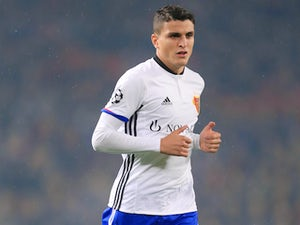 Foxes want Elyounoussi to replace Mahrez?