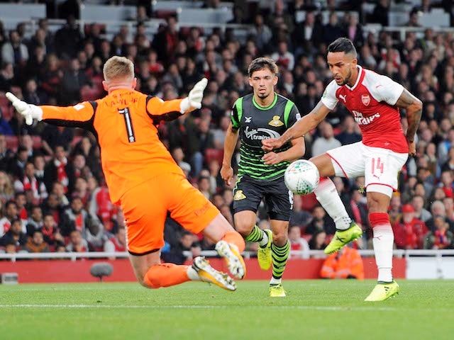 Theo Walcott scores during the EFL Cup game between Arsenal and Doncaster Rovers on September 20, 2017