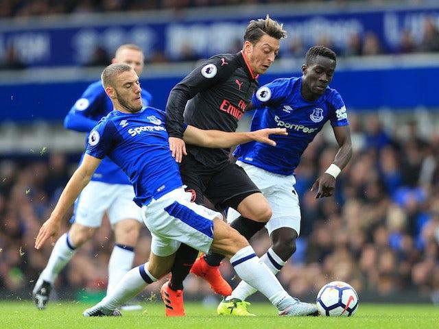 Result: Ozil stars as Arsenal thrash Everton